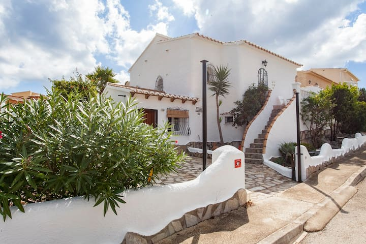 Casa de la Cumbre: superb villa next to the pool - Benitachell - Huis