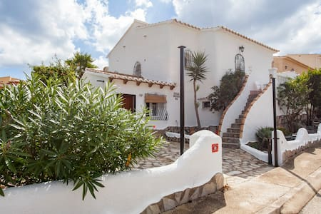 Casa de la Cumbre: superb villa next to the pool - Benitachell - Talo