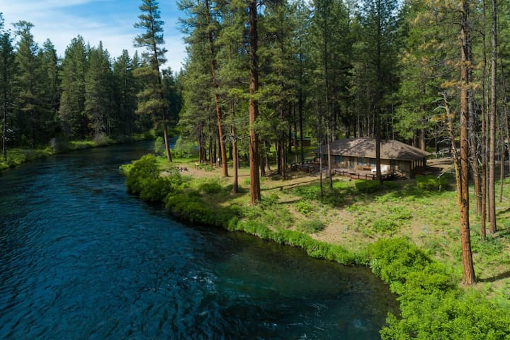 Metolius Riverside Retreat - one of a kind private home located on the Metolius