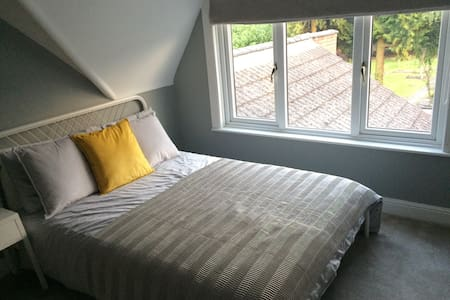 Beautiful ensuite room in town centre