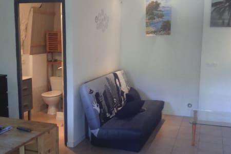Joli petit studio au bord de l eau - Entrecasteaux - Apartamento
