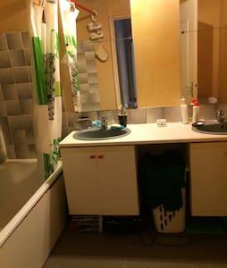 Chambre double 25 m2 - Appartement