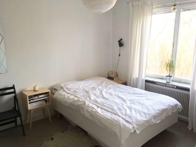 Comfortable room near the city (Gröndal) +Longterm