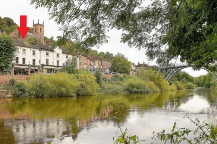2 Bed apartment with views over the Ironbridge