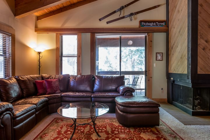 2.5 bed/2 bath Ski-In Condo in Northstar!