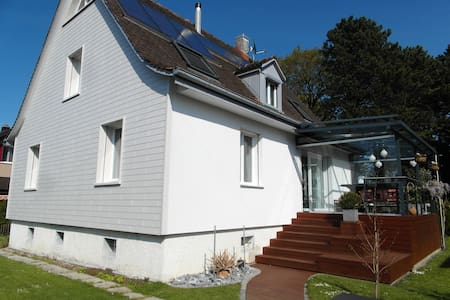 Freundliches modernes Einfamilienhaus für Dich! - Arbon - Talo