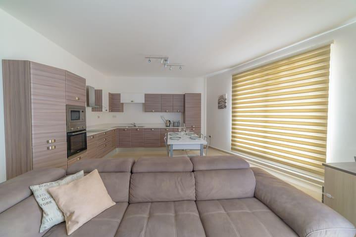 Ultra modern spacious bedroom in Swieqi - Is-Swieqi - Daire