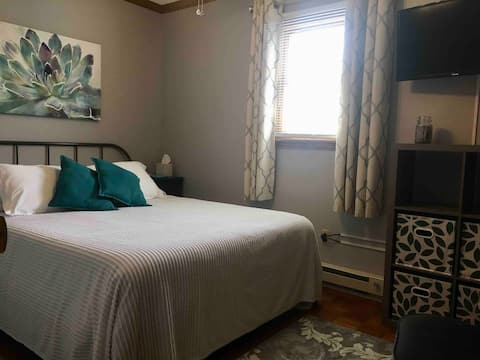 Private Room/Quiet Home - Perfect for Work Stay