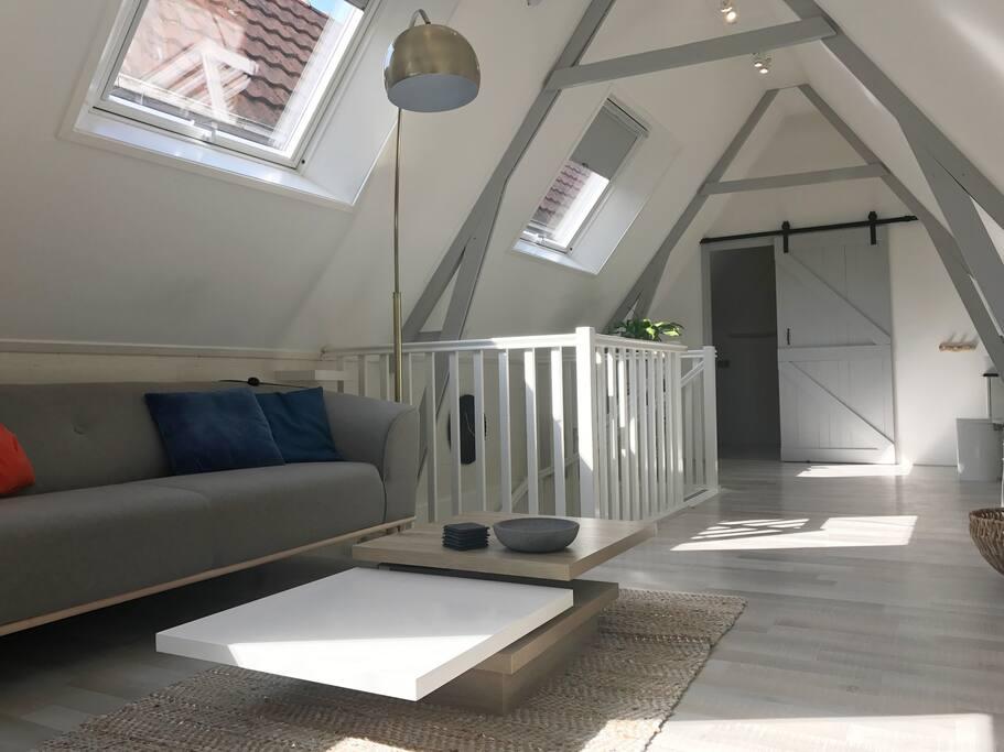 Een mooie, royale en vooral verlichte woonkamer