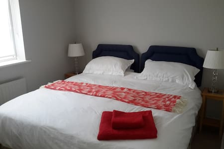 Comfortable large double room in peaceful location - Claypole