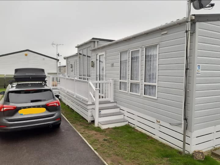 Luxury holiday home at Seaview Holiday Park in Kent ref 47034PB