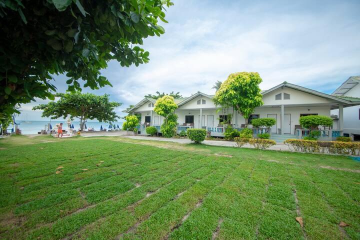 Bay Beach Resort (Deluxe Bungalow)