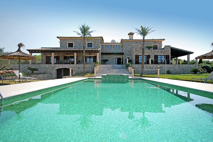 Luxurious country house located in a magnificent estate with fantastic views