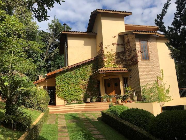 Linda casa em Monte Verde, MG. Bem localizada