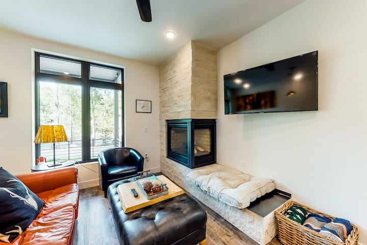 Modern riverfront home w/ gas fireplace, full kitchen, private balcony, & views!