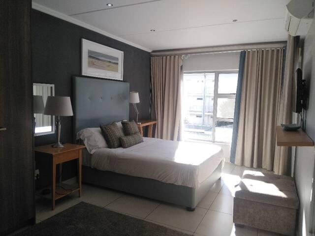 The Epic - 104 - Modern Sandton Apartment