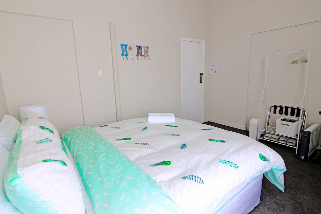 ROOM 3 (12.5 square metre) We have renovated the room in April 2018. The walls are repainted, and we have replaced new items such as carpets, curtains, mattress, bedding and others... Just to provide you with a warm and cosy place that could make you feel like home.  房间在2018年4月份,进行了大翻新工程。墙壁都经过粉刷,同时也更换了全新的地毯、窗帘、床垫、床上用品等... 这些都是为了让您入住到一间温暖又舒适的家庭民宿,让您在国外也有家的感觉…