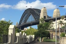 "Sydney Harbour Bridge 5mins walk. Michelle - ""The location of this property is perfect for a city experience. Nestled in a quiet area within walking distance to cafes, restaurants, nightlife and public transport. The interior of the house is clean, modern with a fully equipped kitchen."""