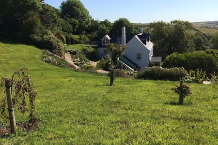 Small country retreat close to SW coastal path.