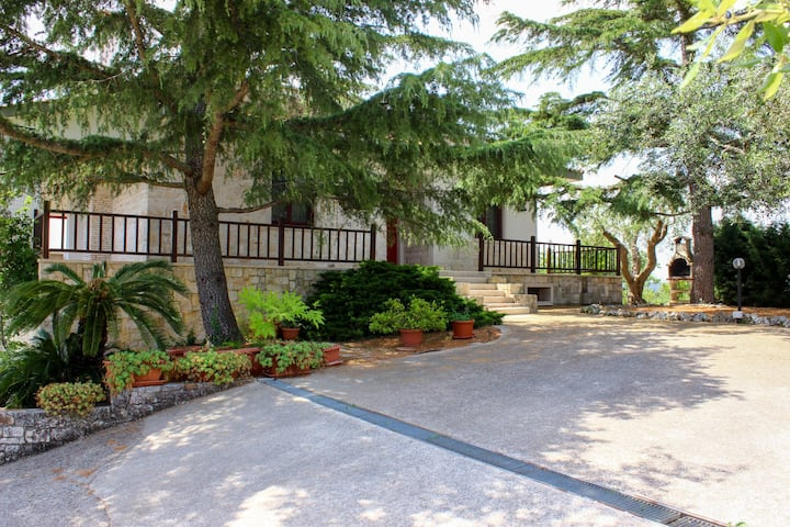 Spacious villa with a private pool, valley view & central location!