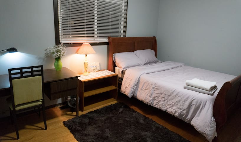 Spacious bedroom near Western University&Fanshawe