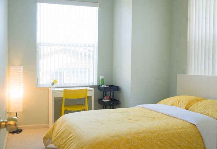 ComfyBright Room+PrivateBath+FreeParking+10Min SFO