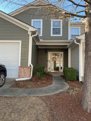 Spacious Family Home - 10 min. from Downtown ATL