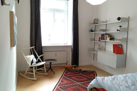 Freundlich helles Zimmer mitten in Sachsenhausen. - Francfort-sur-le-Main