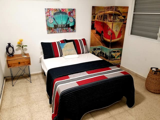 Big 11 x 10ft 2nd Bed Room.  Luxury 450 Egyptian Sheets with a nice Comfy Memory Gel Foam Full Size Bed Matress.