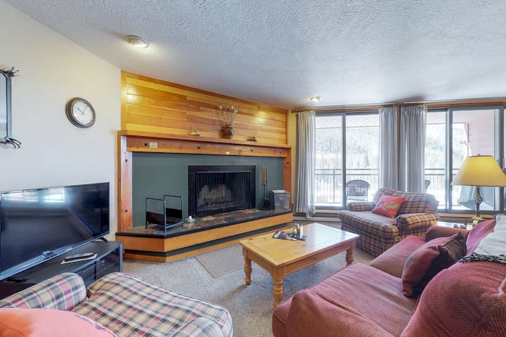 Spacious condo w/shared hot tub & pool, near the conference center