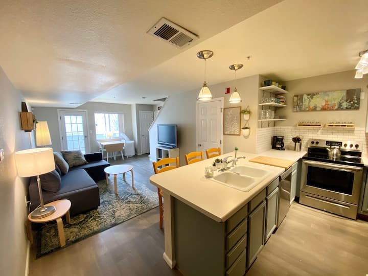 Beautifully updated condo near Olde Town Arvada
