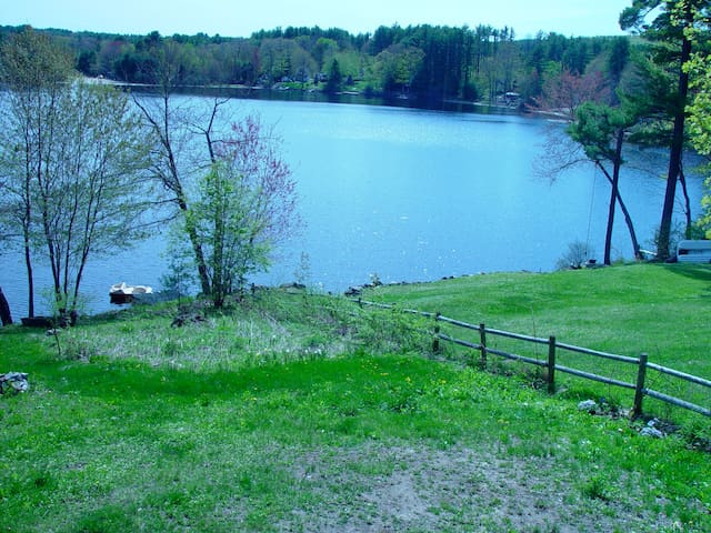 Four Season Lake House Retreat - Hillsboro - Talo
