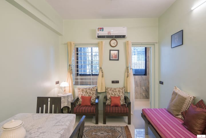 Cozy 1BR in Prabhadevi 10 mins from Tata Memorial!