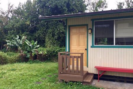 Sweet Honokaʻa Ohana Cottage near town - Honokaa - Bed & Breakfast