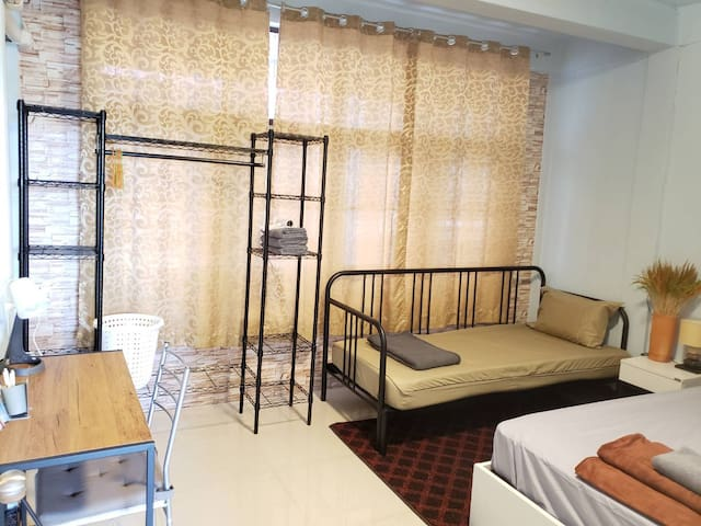C Chill private room@JJ Market&BTS SaphanKwai+Wifi
