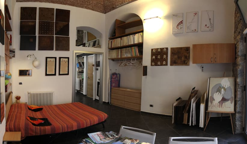 Art-architecture studio in the centre