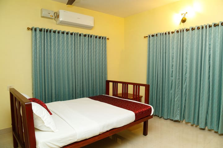 Relax and Refresh @ Orchard Inn - Double Bedroom 2