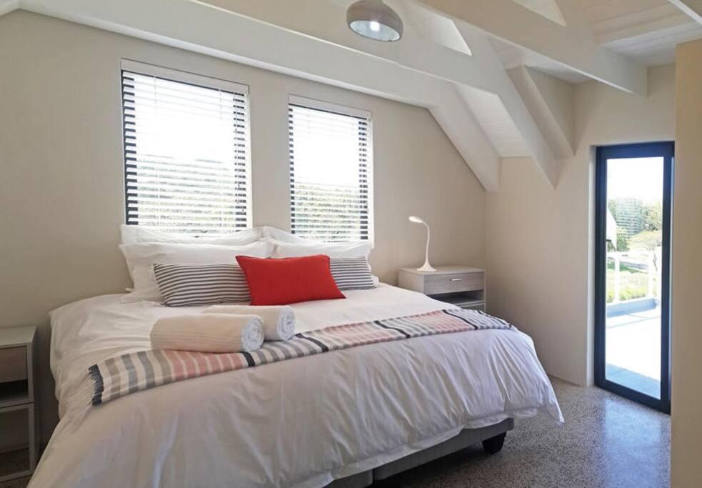 Deluxe 3 Bedroom - Main Bedroom with Balcony
