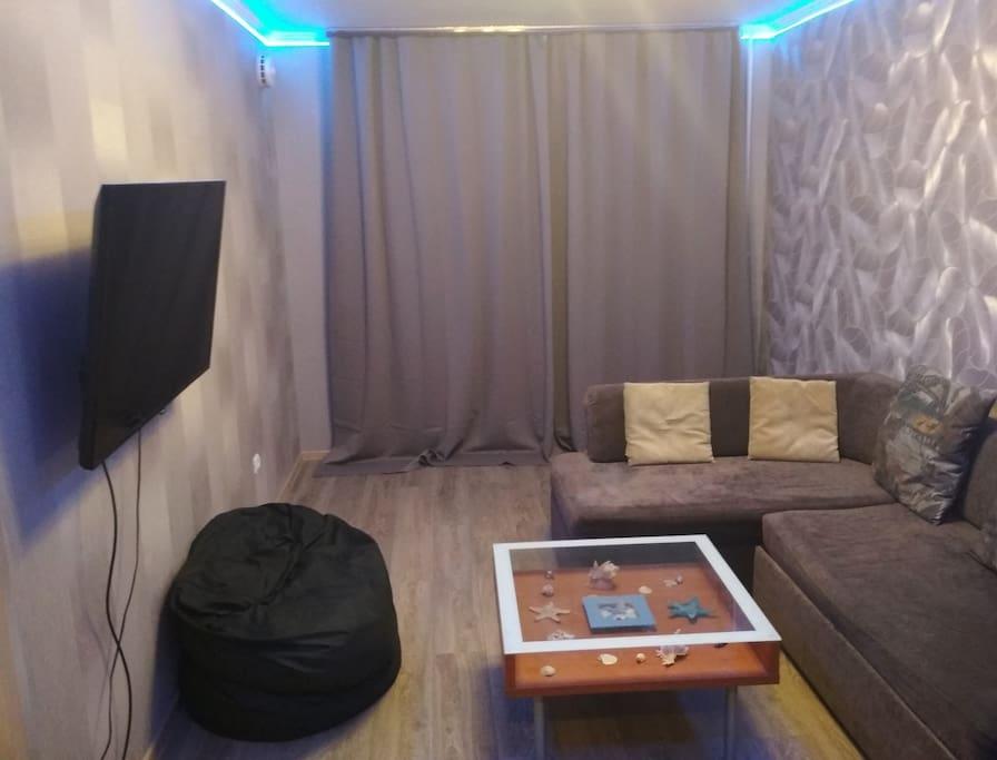 Комната (Room)