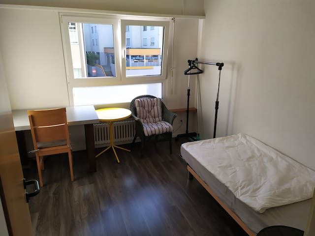 Room & priv. bathroom, 1 min to Bodensee (lake)