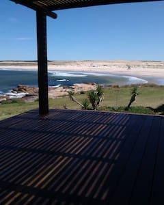 Casa a metros de la playa Sur, con excelente vista - Cabo Polonio - Hus