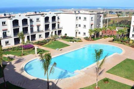 Appartement calme,agréable, piscine & vue sur mer. - El Mansouria - Byt