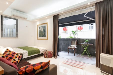 Deluxe Studio Unit with  private Terrace /Central