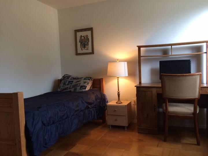 Private room, convenient location!