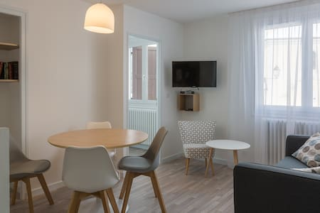 Rochemay n°1  location  2 chambres  centre village