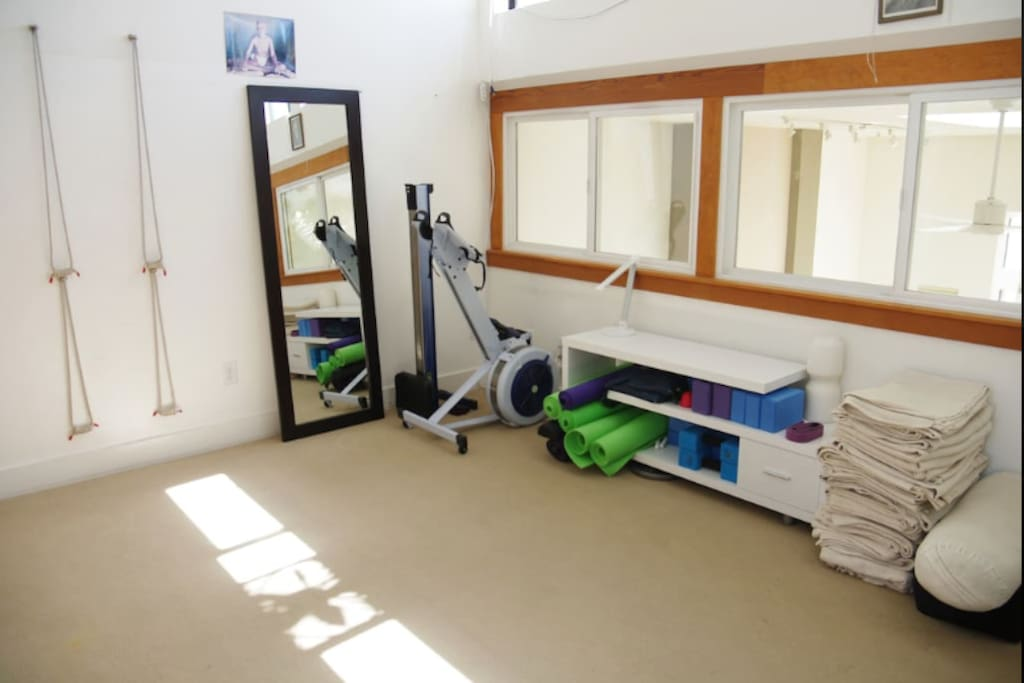 Small Yoga Room with Rowing Machine!