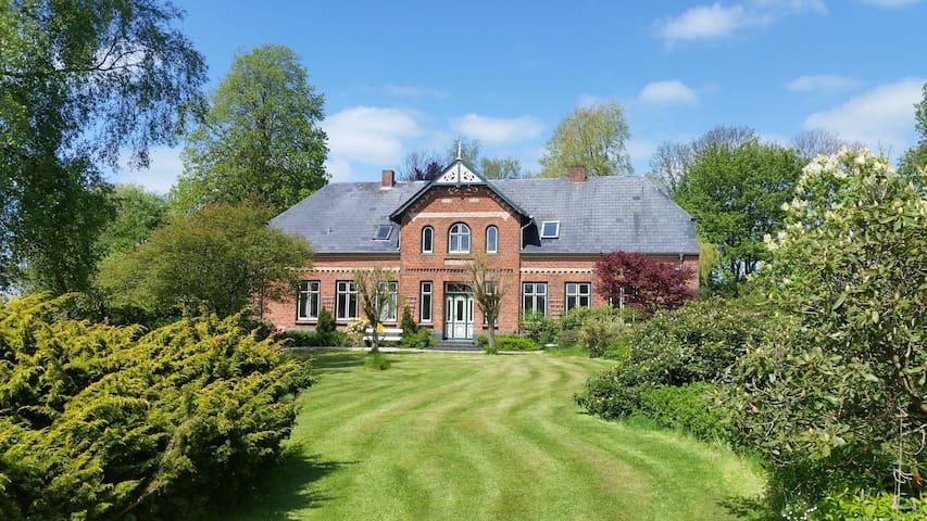 Schöne Ferienwohnung im Landhaus - Mittelangeln - House
