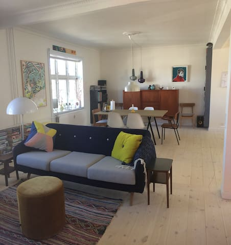 Cool and cosy two storey flat with garden - Copenhaga - Casa