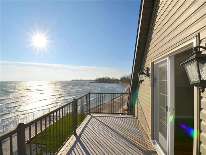 Luxury Lake House Lake Erie Waterfront