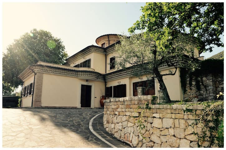 Villa Marciano Il fascino di una terra da scoprire